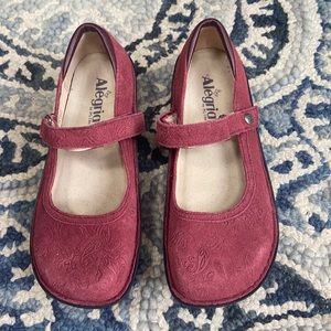 Brand new w out box WOMENS ALLEGRIA size 38